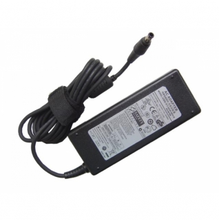 Samsung Original Netzteil/AC Adapter R522 NP-R522-AS01DE